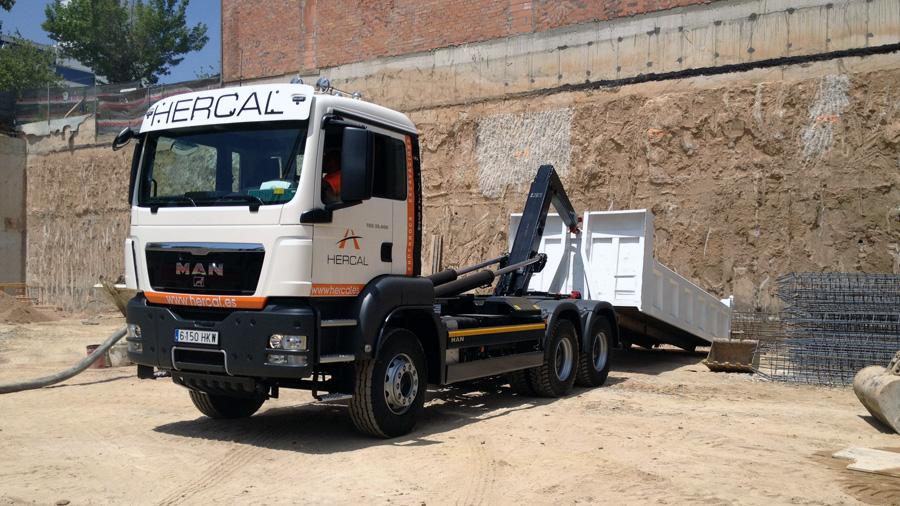 Hercal disposa de flota de camions i maquinària pròpia