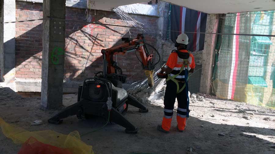Demolición técnica con robot por control remoto