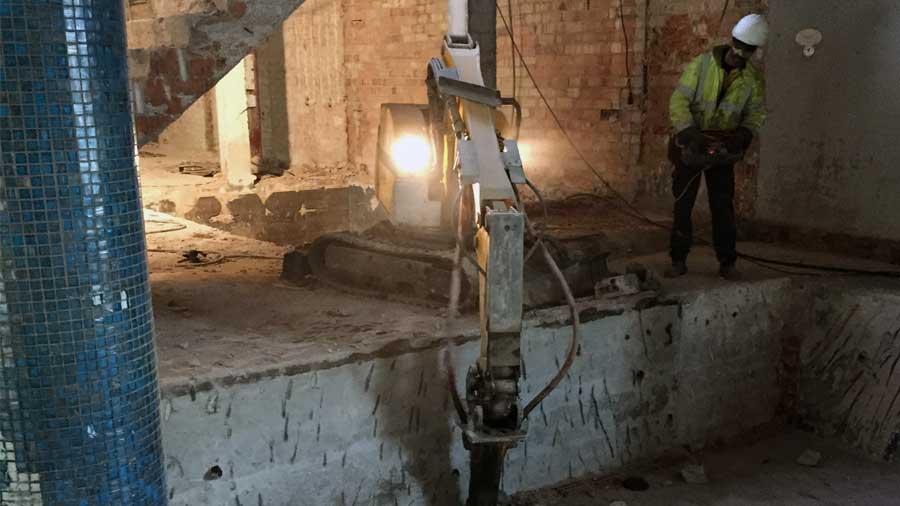 Derribo técnico mediante robot de demolición Hercal