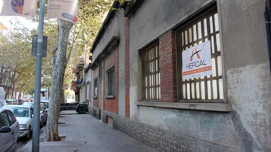 Demolición de naus insdustrials a Barcelona.