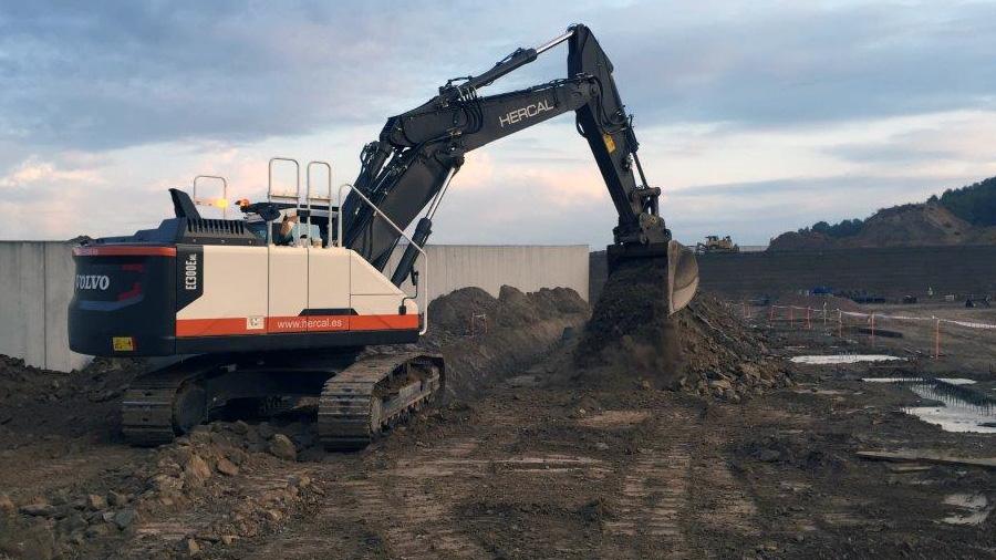 Movimientos De Tierras Para La Construcción De Nave Logística De Decathlon En Martorell