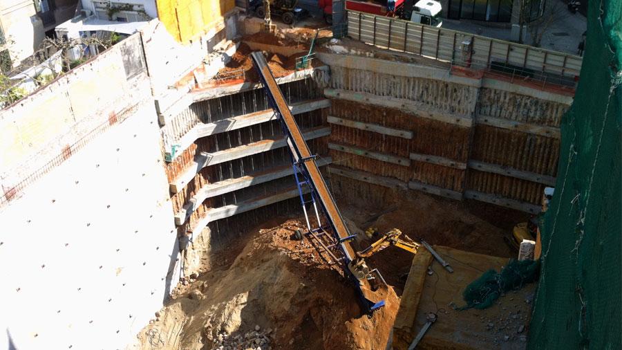 Excavació I Extracció De Terres Sobre Cinta Transportadora