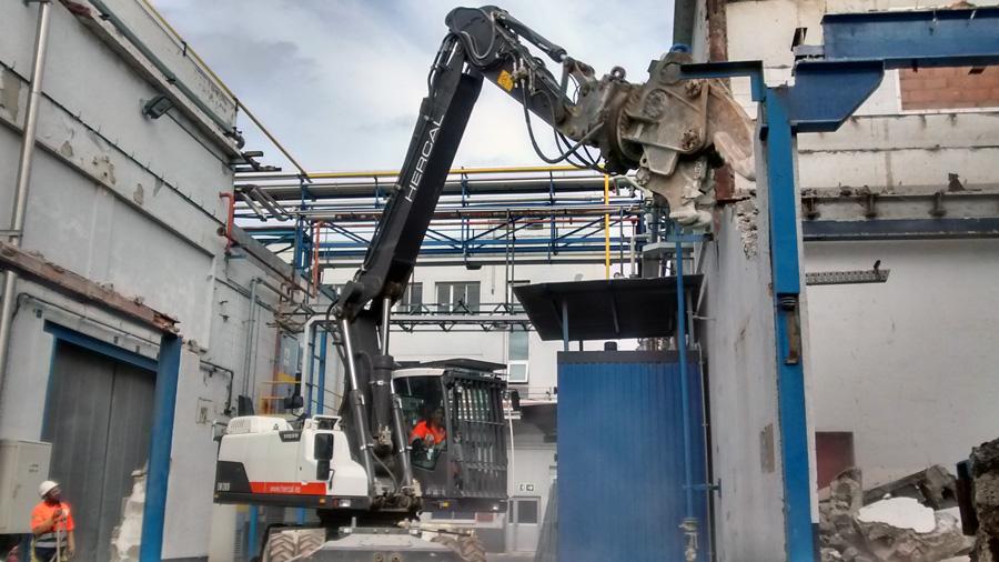 Desguace industrial de nave en Barcelona