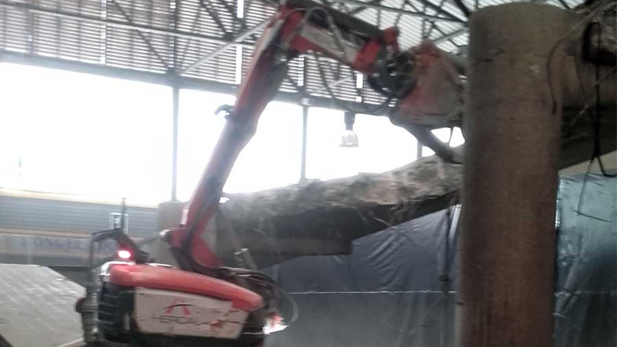 Demolicions tècniques amb robot dirigit per control remot