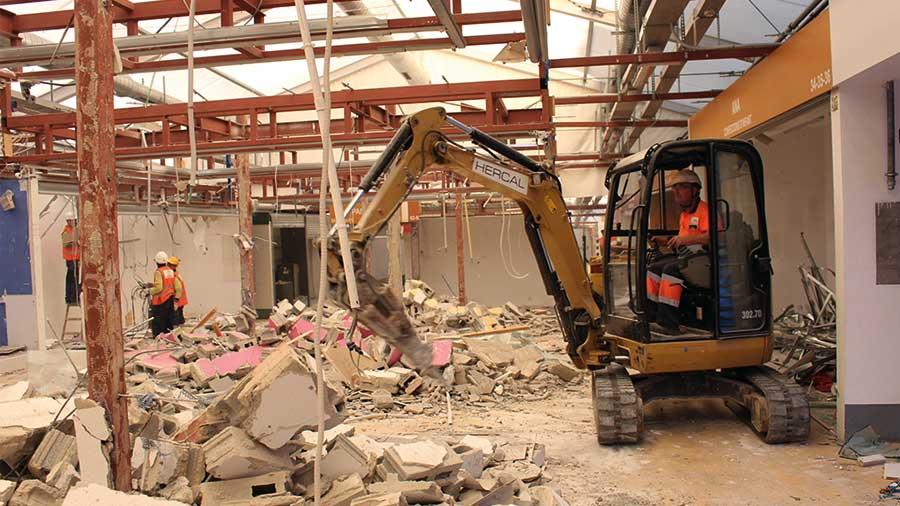 Maquinària pròpia per a demolicions manuals i mecàniques