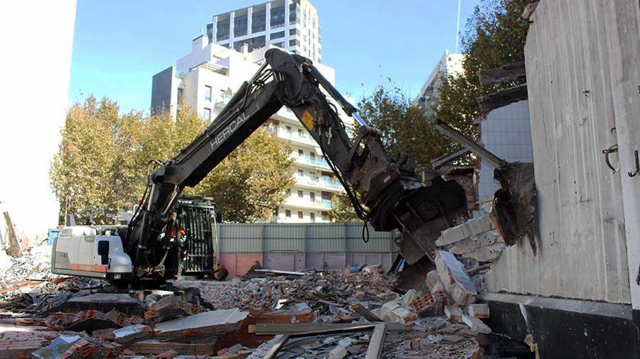 Demolición De Naves Industriales En Barcelona