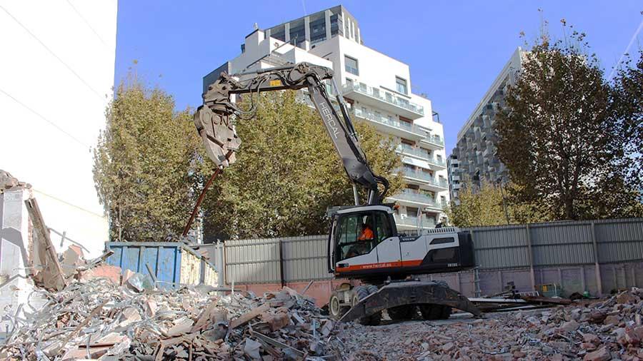 Demolició de naus industrials a Barcelona