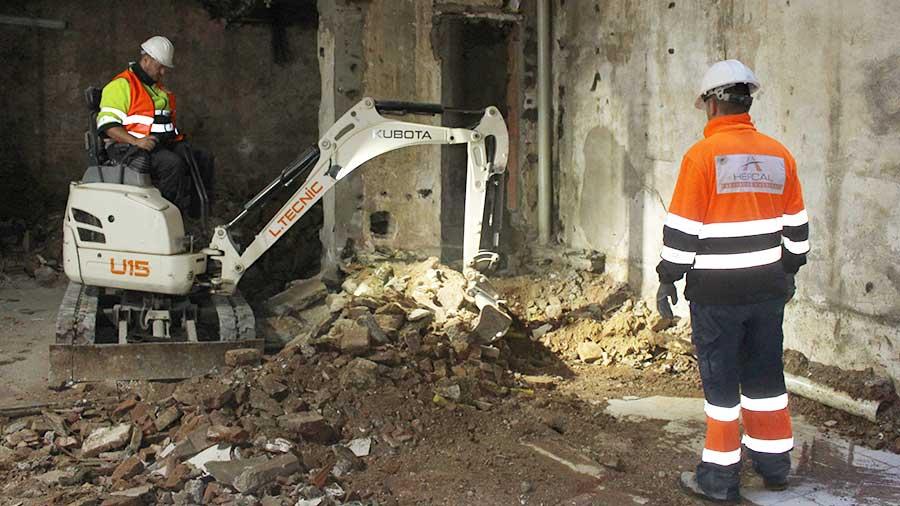 Demolició i enderroc mecànic a Barcelona