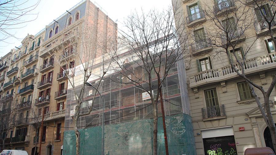 Derribo de edificaciones en Barcelona