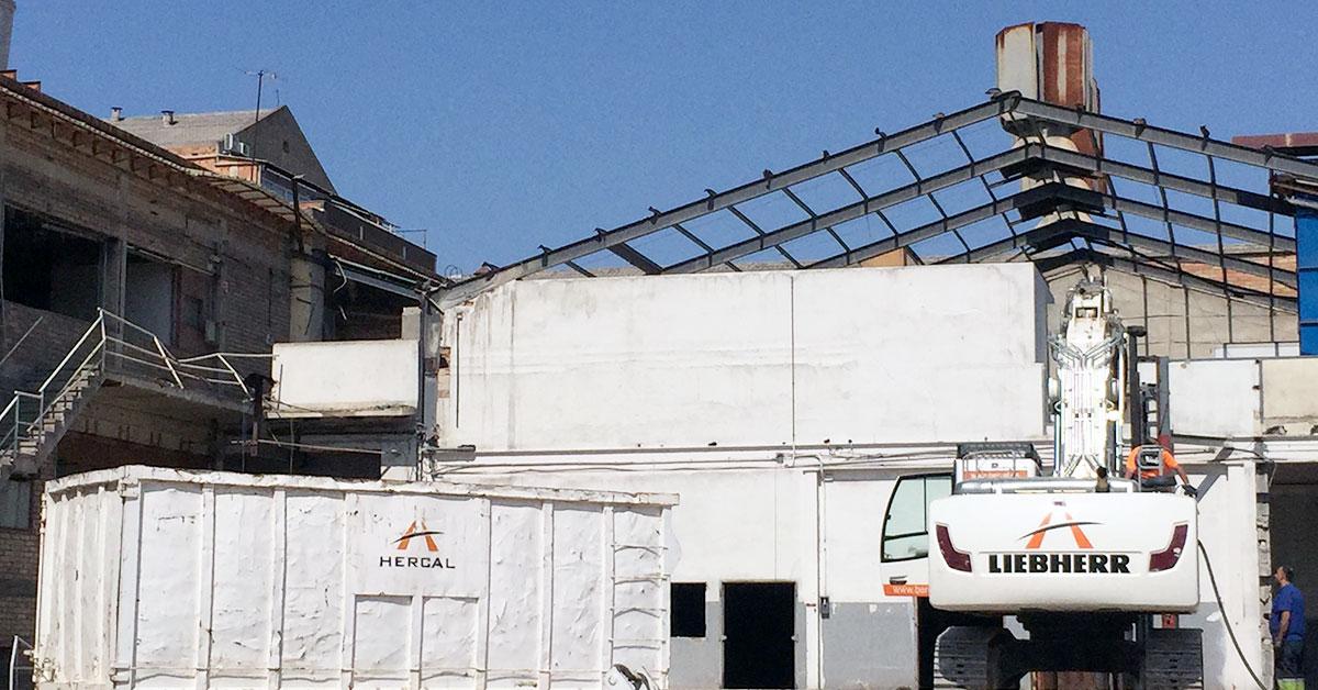 Demolición industrial en Esplugues